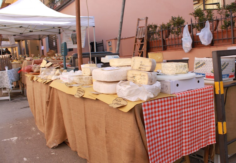 Markets in and Around Florence April 2019