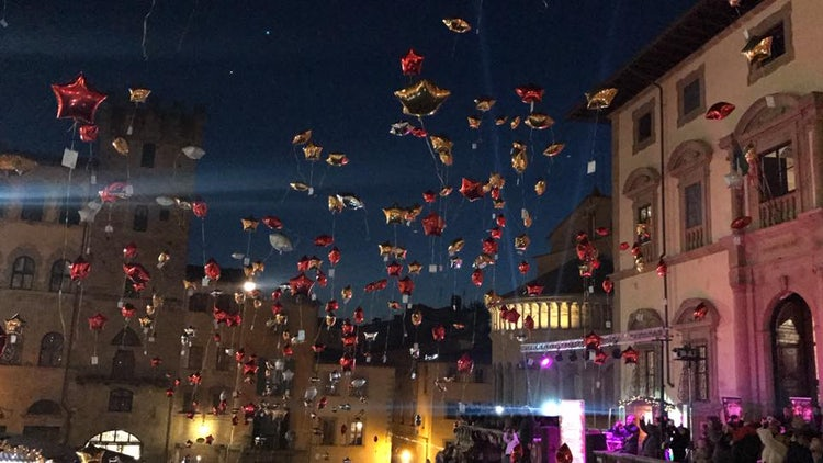 Arezzo Balloon show for Christmas and December events in Tuscany