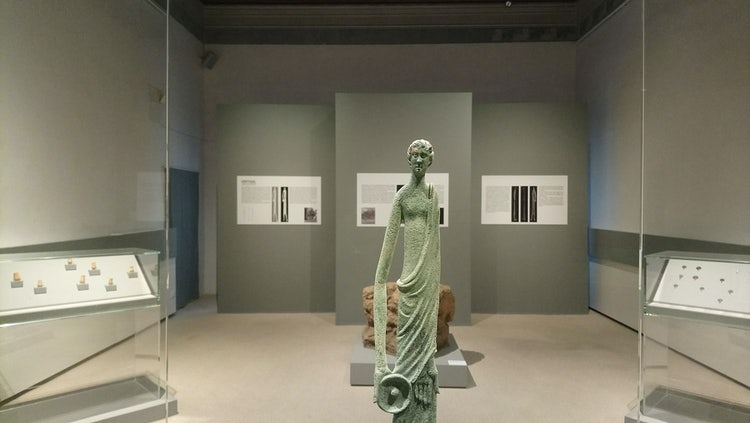 Hinthial :: Contemporary & Classical art exhibits in Florence & Tuscany