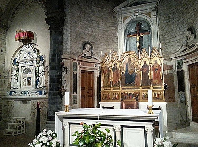 Altar and artwork in the church Borgo Apostoli