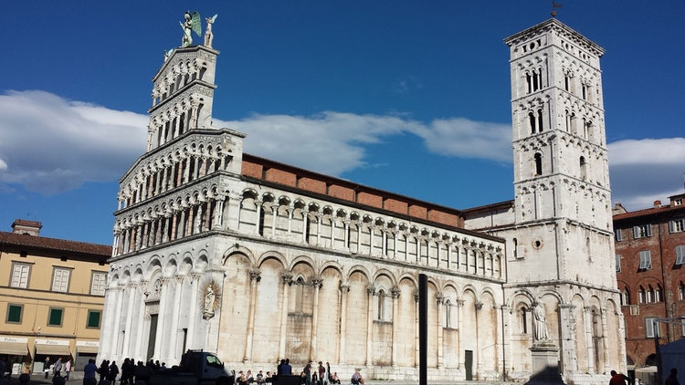 Lucca is a great town to visit, make it better with a tour of the city.