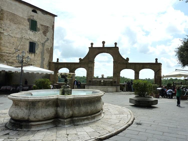 Visit Pitigliano in Tuscany: Wine, Scenery, Etruscans & Little Jerusalem