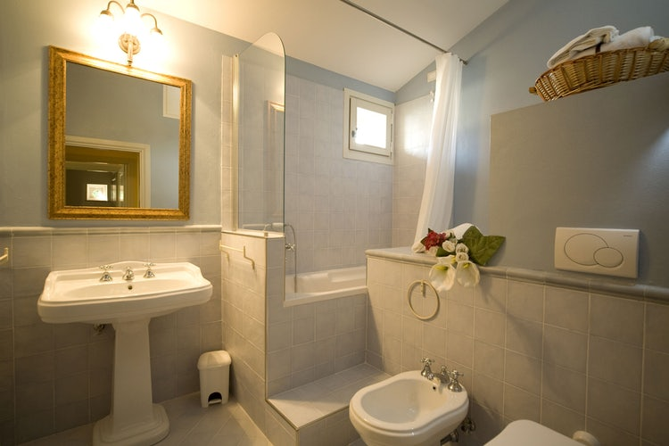 Borgo della Meliana: Spacious and modern bathrooms