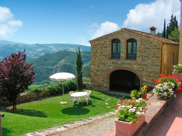 Kid-friendly Accommodations in Florence, Italy :: Bedroom at Fattoria il Lago