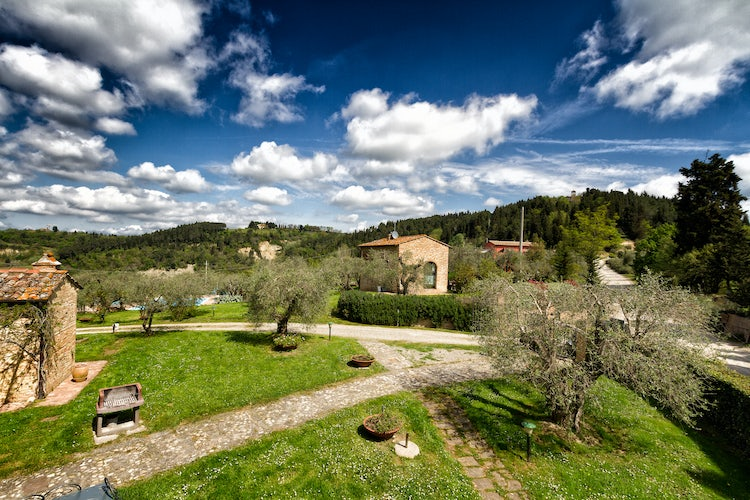 Kid-friendly Accommodations in Florence, Italy :: Large green gardens and trails at Agriturismo Montalbino