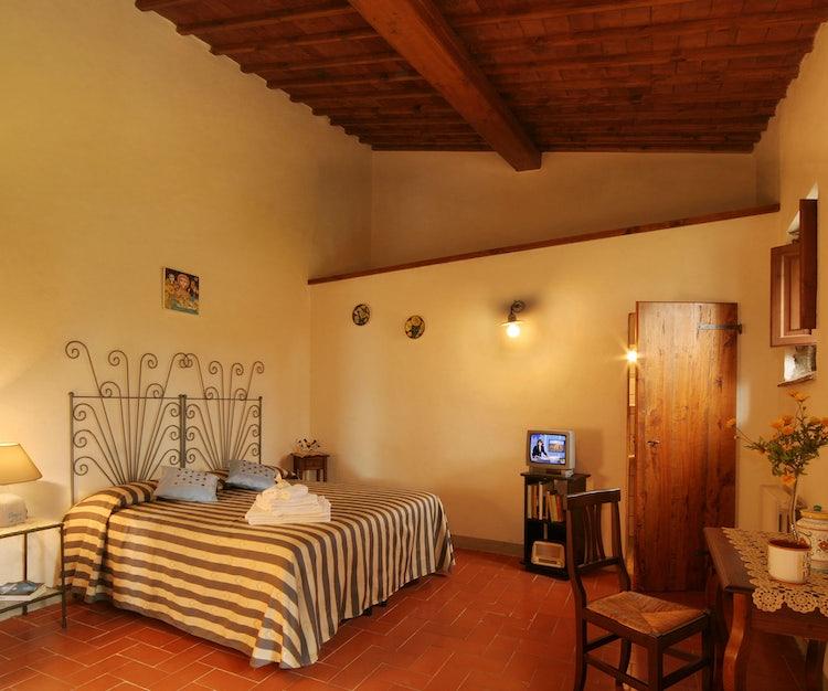 Large double bedroom at B&B Poggio al Sole