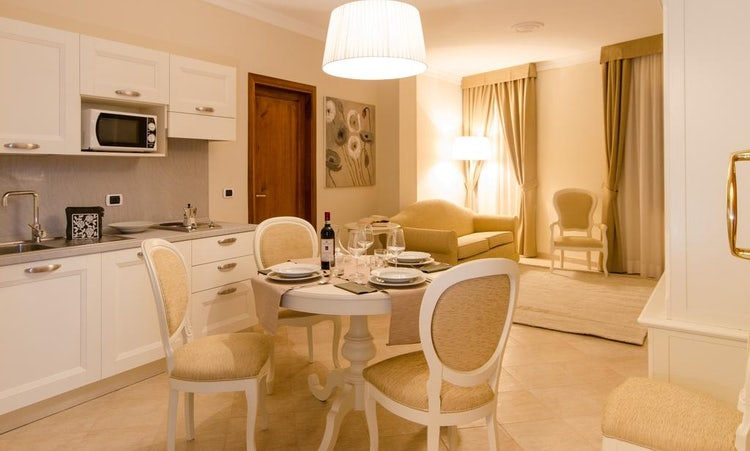Kid-friendly Accommodations in Florence, Italy :: Family size bedrooms at Residenza Marchesi Pontenani