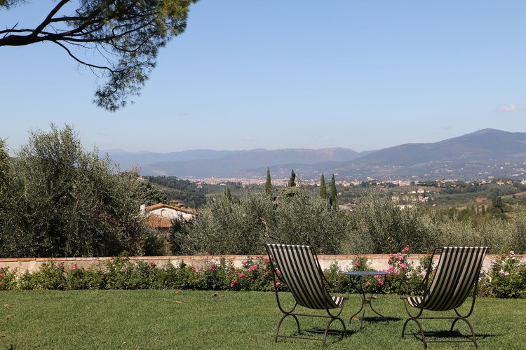 Il giardino ed il paesaggio che circonda Villa Medicea di Liliano