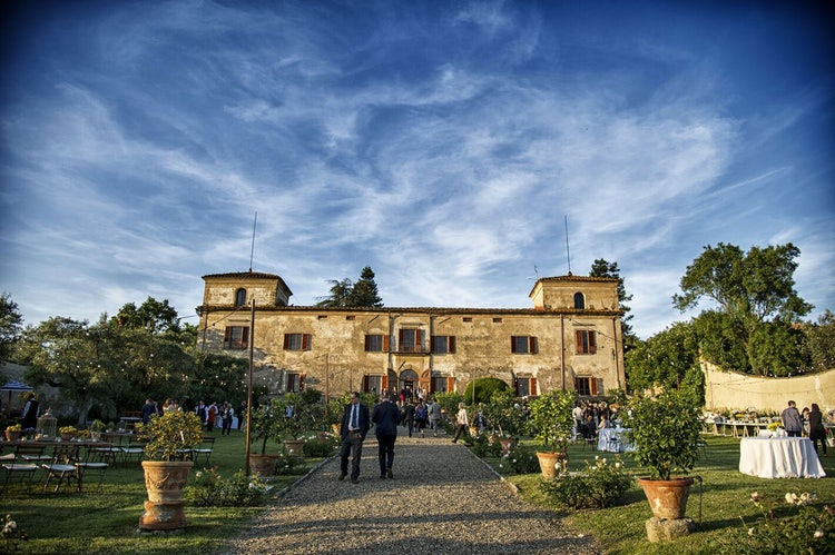 Visit Villa Medicea Lilliano wine tasting without a car