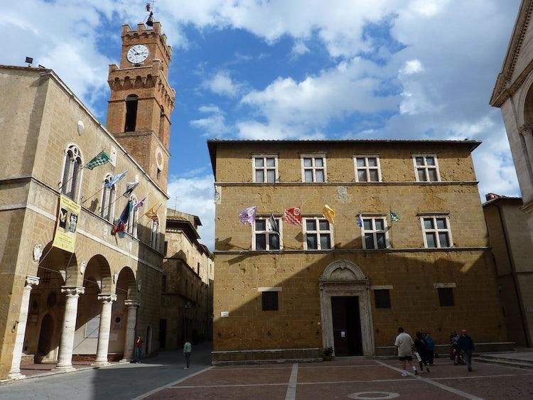 La piazza a Pienza nel Val d'Orcia nella Toscana