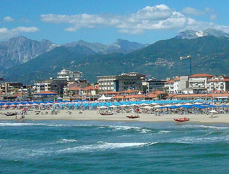 Beaches close to Lucca at Viareggio